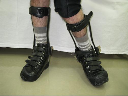 写真2.短下肢装具靴型装具付き(左Tストラップ)