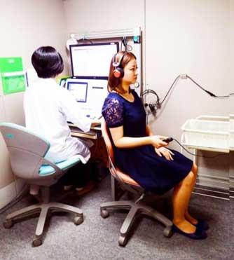 図1.聴力検査の様子