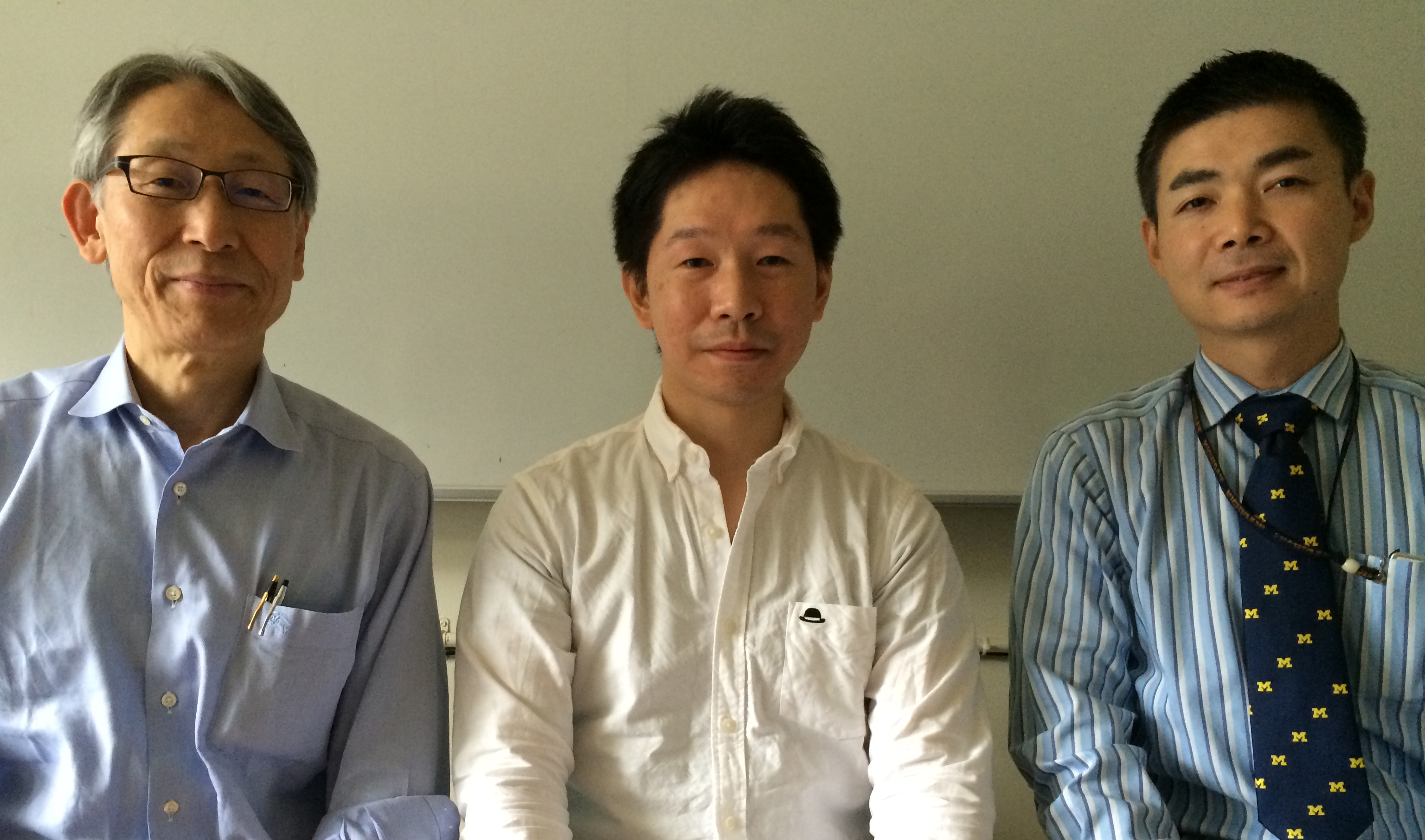 左から、岡田保典(病理学教室教授)、下田将之(病理学教室講師)、大塚崇(外科学教室講師)