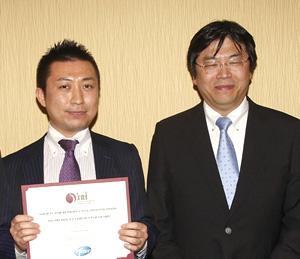 左:宮崎薫(助教:文献1の第一著者)、右:筆者