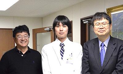 左:赤松和土(順天堂大学ゲノム・再生医療センター特任教授)、中央:筆者、右:岡野栄之(生理学教室教授)