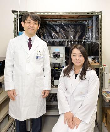 左:柚崎通介(生理学教室教授)、右:筆者