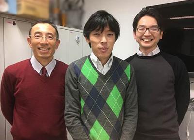 左:佐野元昭(内科学教室(循環器)准教授)、中央:筆者、右:遠藤仁(内科学教室(循環器)特任講師)